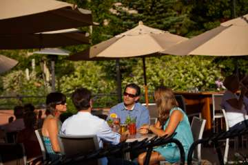 Many Aspen/Snowmass restaurants offer outdoor dining.  Photo courtesy of Aspen Chamber Resort Association, Jeremy Swanson (Pic)
